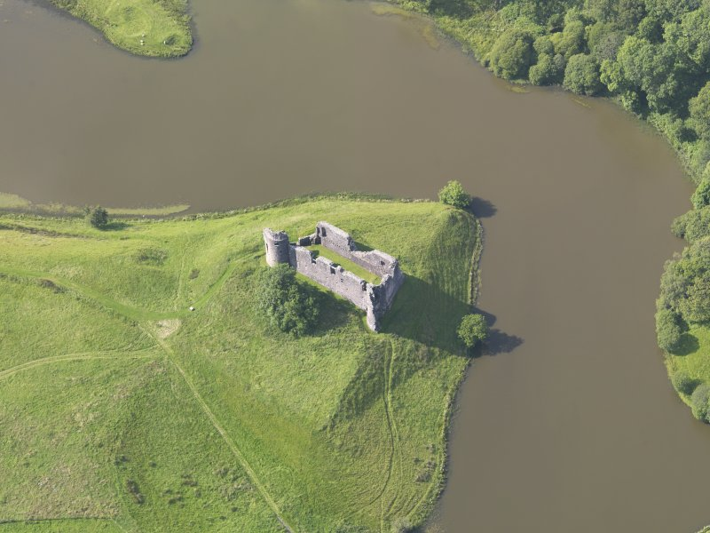 Oblique aerial view of Morton Castle, taken from the SE.