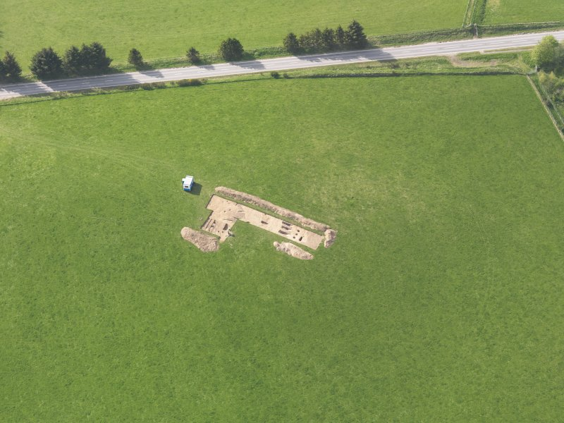 Oblique aerial view centred on the excavation of the enclosures at Barflat, Rhynie, taken from the ESE.