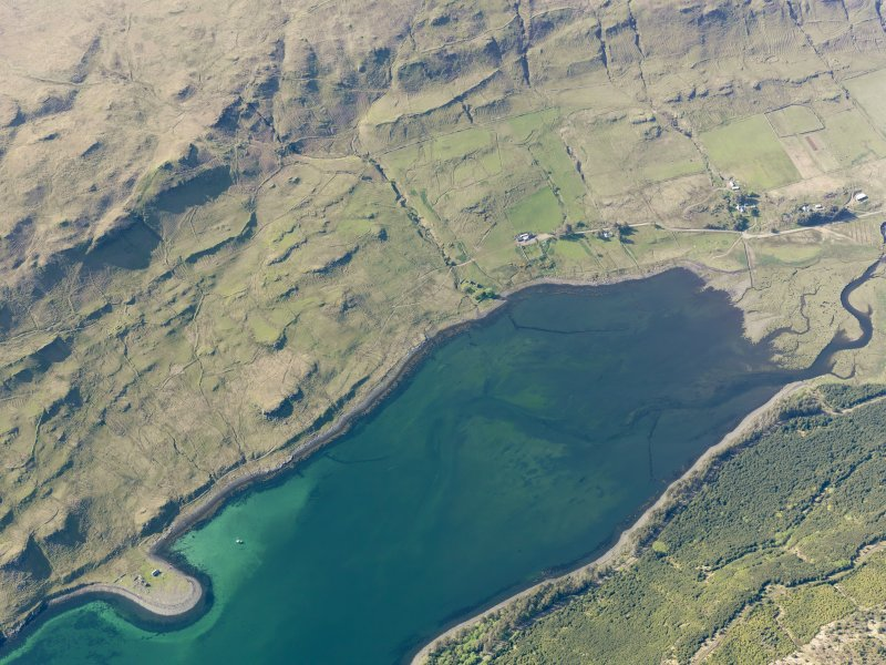Oblique aerial view of the remains of the townships of Faolainn and Cnoc Loisgte and the remains of a series of fishtraps at the head of Loch Eynort, Isle of Skye, taken from the SE.