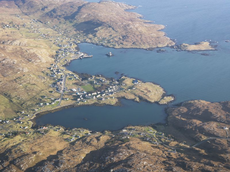 General oblique aerial view of Castlebay, Orasaigh, Bagh Beag and Bagh a' Chaisteil, Barra, taken from the W.