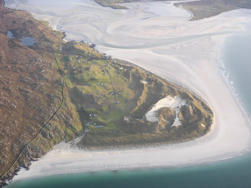 General oblique aerial view of the remains of the township, head dyke and lazy beds at Luskentyre, Harris, taken from the NNW.