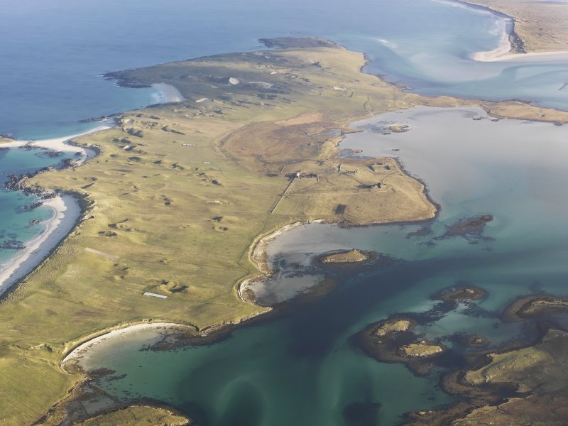 General oblique aerial view of the Isle of Vallay, looking from the location of the remains of fish traps at Moronish towards Vallay House, Vallay, North Uist, taken from the SW.