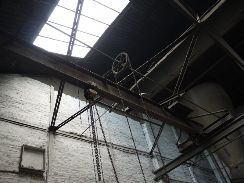 Pan House/ Machine Wing, ground floor. Interior. Chain operated travelling overhead crane.