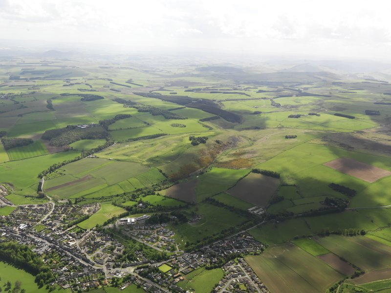 General oblique aerial view of Lauder centred on Lauder Golf Course, taken from the NNE.