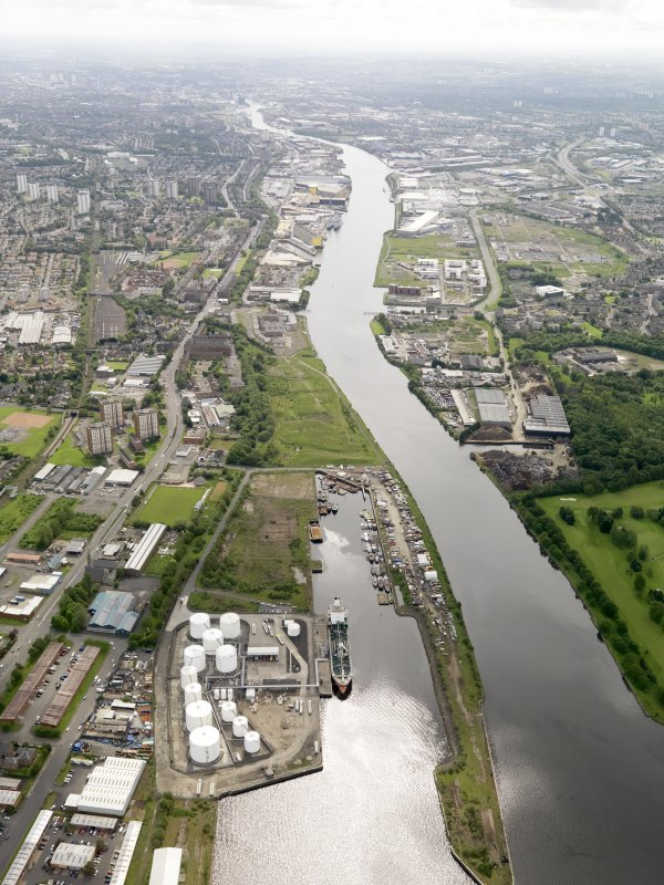 General oblique aerial view of the River Clyde centred on Rothesay Dock, Clydebank, taken from the NW.