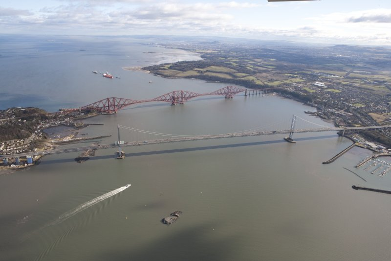 General oblique aerial view of Forth Bridge and Forth Road Bridge, taken from the WNW.