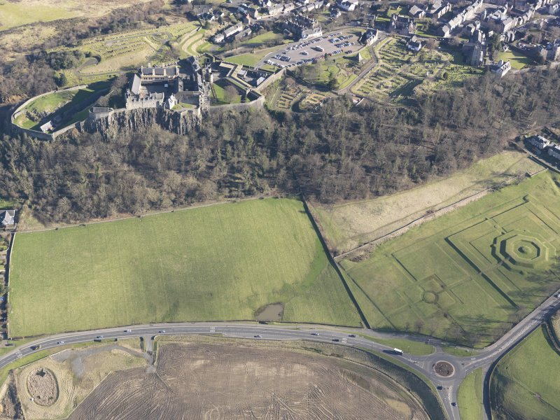 General oblique aerial view of King's Knot and Stirling Castle, taken from the W.