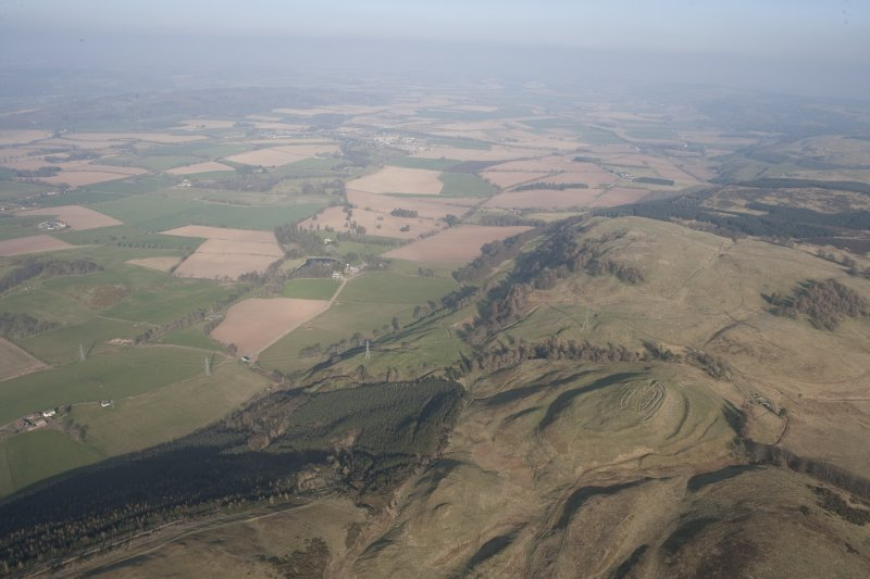 General oblique aerial view of Castle Law fort with Strath Earn beyond, looking E.