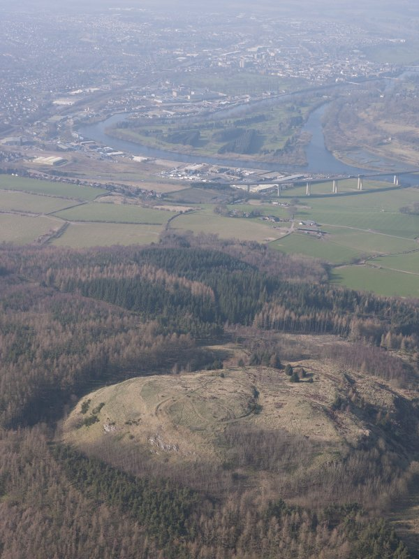General oblique aerial view of Moredun fort with the Friarton Bridge and Perth beyond, looking NW.