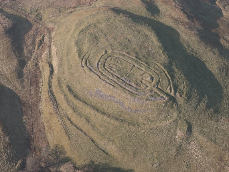 Oblique aerial view of  Castle Law fort, looking NNW.
