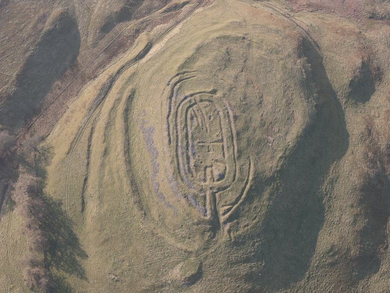 Oblique aerial view of Castle Law fort, looking NW.