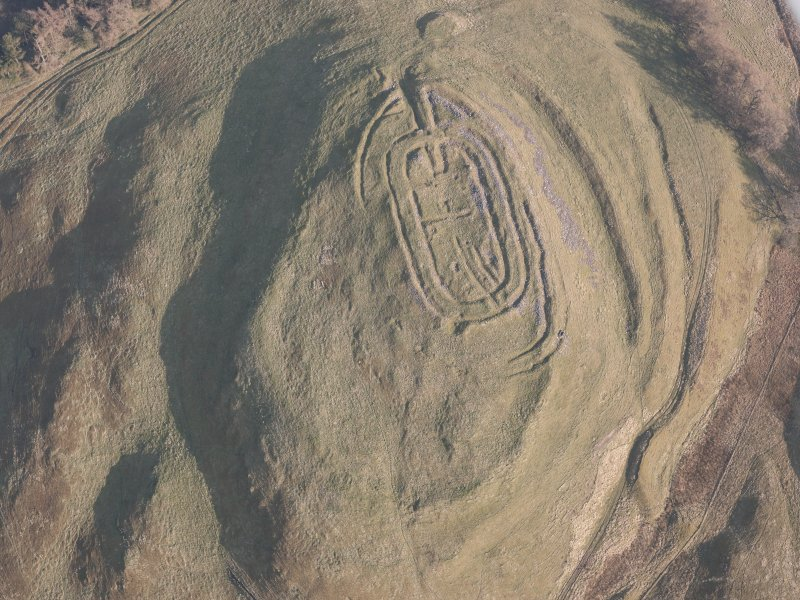 Oblique aerial view of Castle Law fort, looking SE.