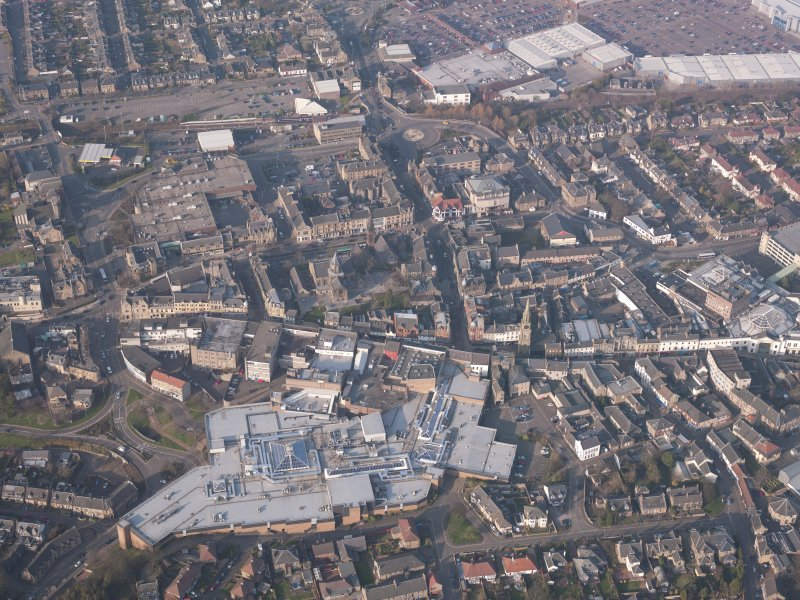 Oblique aerial view of the Howgate Shopping Centre, Falkirk, looking NNE.