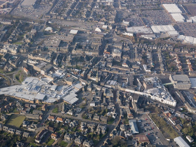 Oblique aerial view of the Howgate Shopping Centre, Falkirk, looking N.