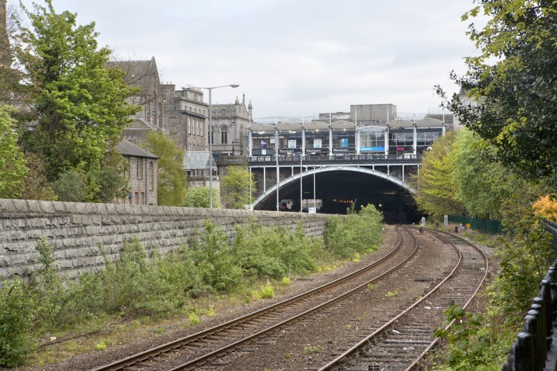 View along railway to Union Street viaduct and railway tunnel, taken from the north.