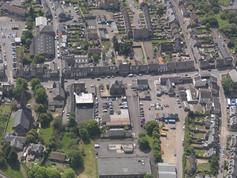 General oblique aerial view of the Bonnygate area of Cupar centred on Preston Lodge, taken from the N.