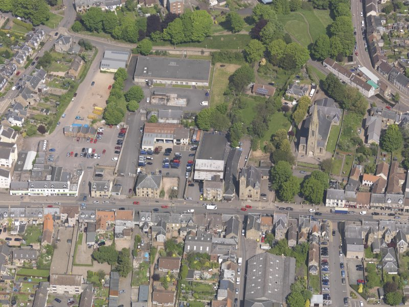 General oblique aerial view of the Bonnygate area of Cupar centred on Preston Lodge, taken from the S.