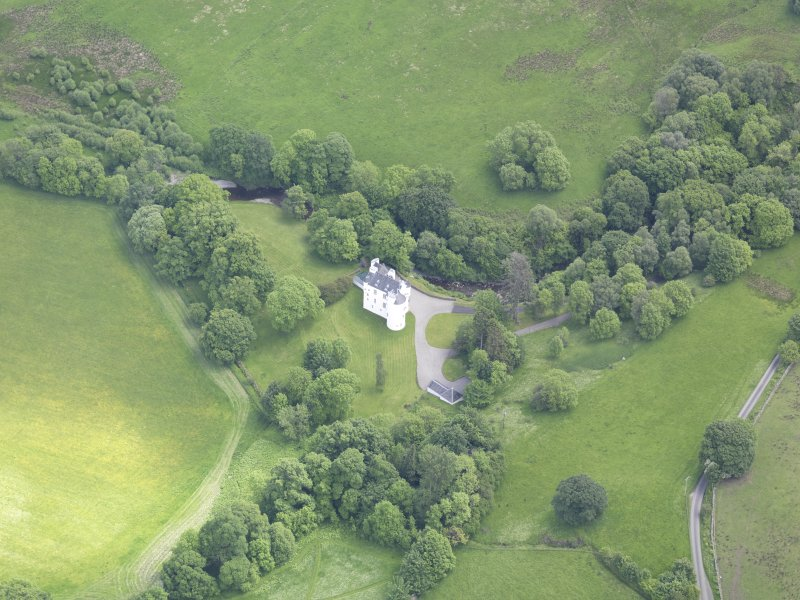 Oblique aerial view of Edinample Castle, taken from the NW.