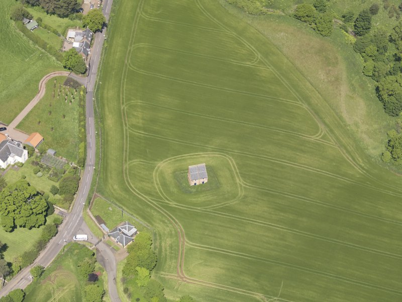 Oblique aerial view of Spott House Dovecot, taken from the SW.