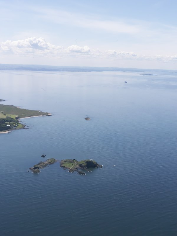 General oblique aerial view of the River Forth centred on Castle Tarbet, Fidra, taken from the E.