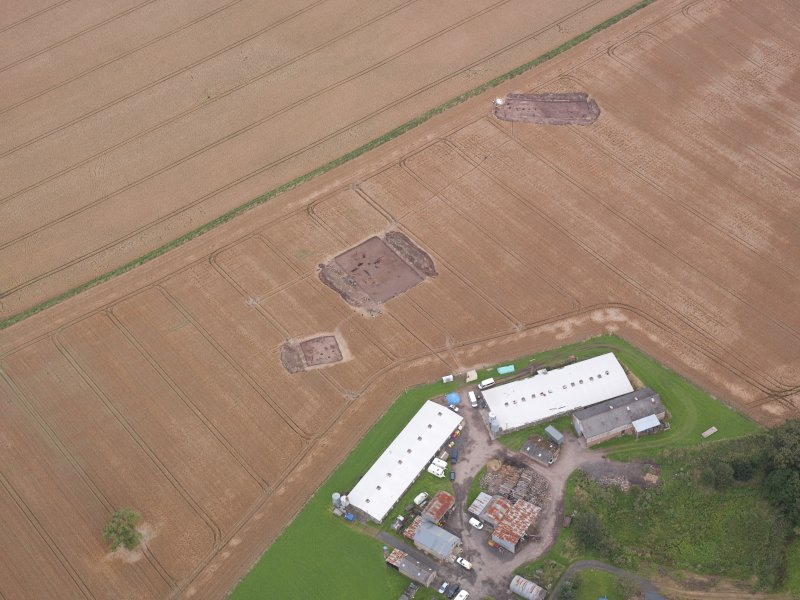 Oblique aerial view centred on the Glasgow University excavation trenches, looking NNE.