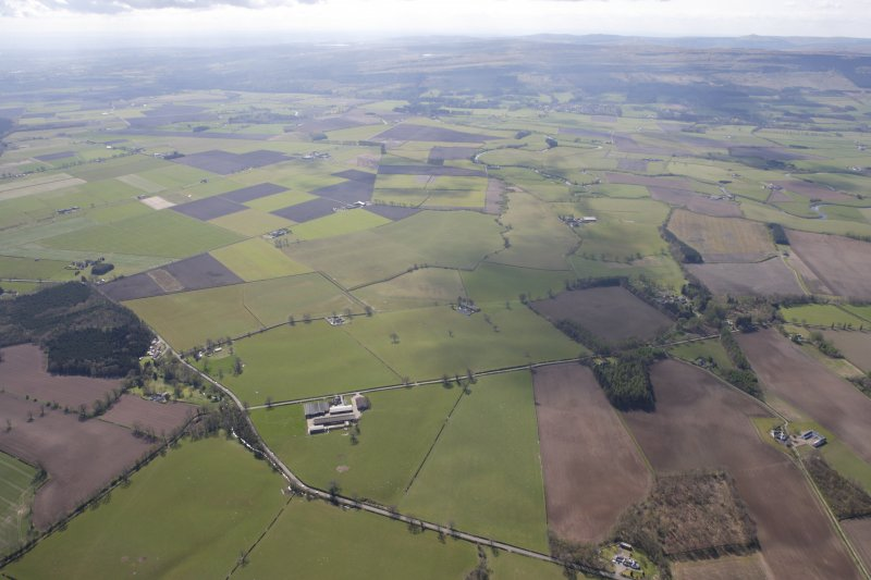 General oblique aerial view of Coldoch House and policies with the River Forth and the Touch Hills beyond, looking SSE.