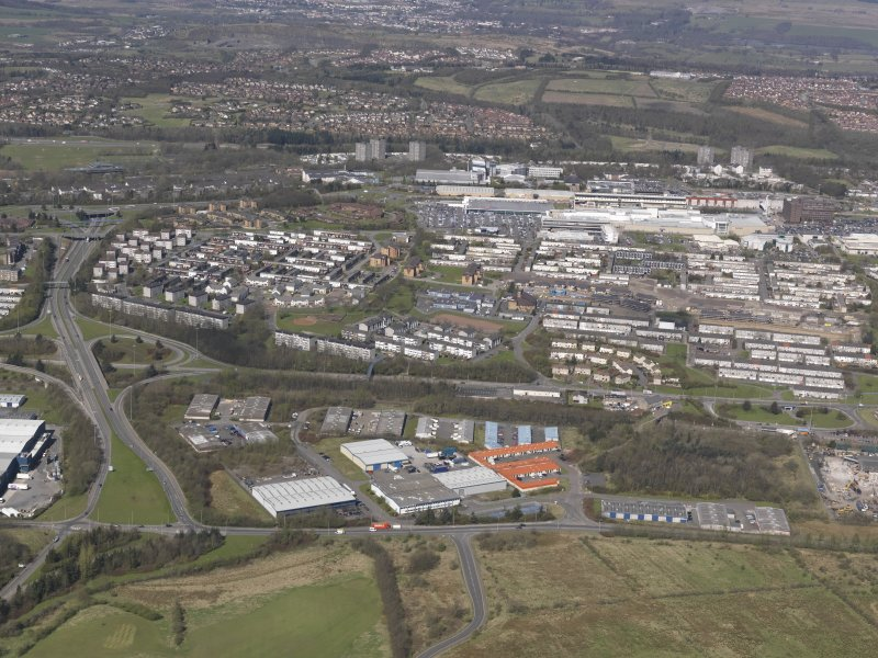 General oblique aerial view of Cumbernauld with Lenziemill in the foreground, looking NNW.