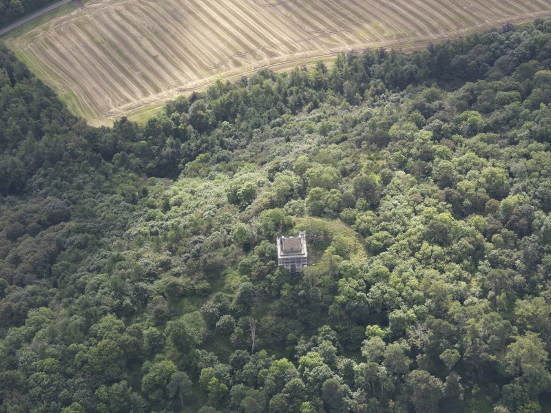 Oblique aerial view of Fatlips Castle, taken from the NNW.