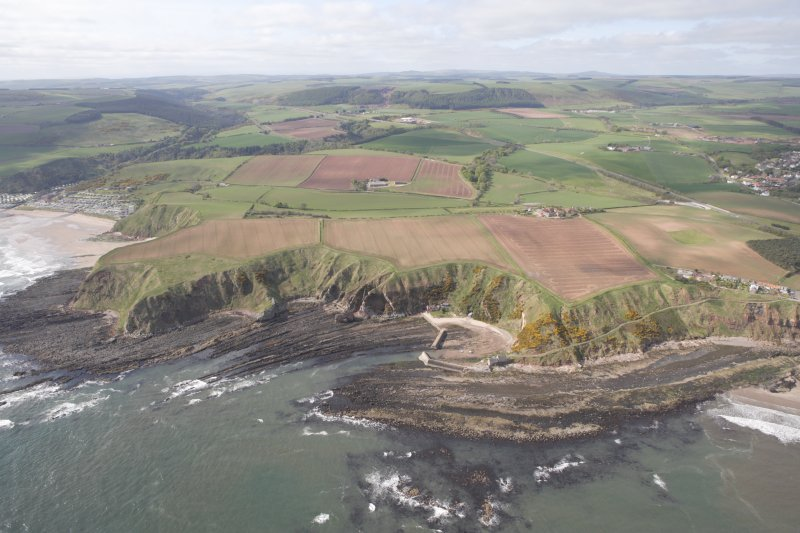 General oblique aerial view of Cove Harbour, Heathery Heugh looking S.