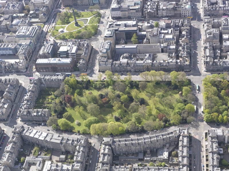 Oblique aerial view of Queen Street Gardens, New Town, St Andrews Square, looking SSW.
