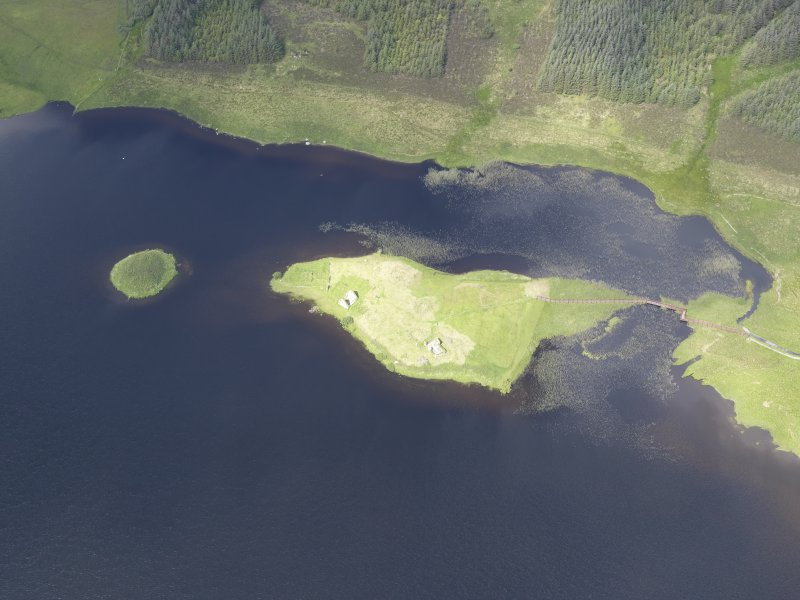 Oblique aerial view of Eilean Mor, Eilean Na Comhairle and Finlaggan Castle, looking NW.