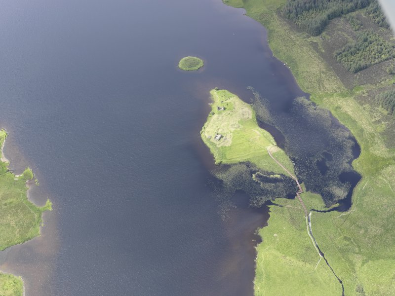 Oblique aerial view of Eilean Mor, Eilean Na Comhairle and Finlaggan Castle, looking W.