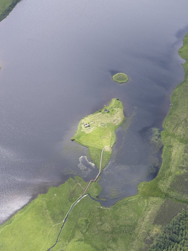 Oblique aerial view of Eilean Mor, Eilean Na Comhairle and Finlaggan Castle, looking SW.