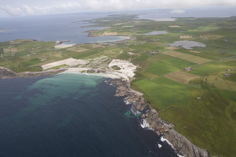 General oblique aerial view centred on the Links of Noltland, looking SE.