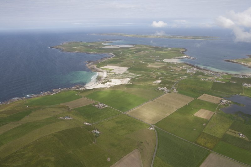 General oblique aerial view centred on the Links of Noltland, looking NE.