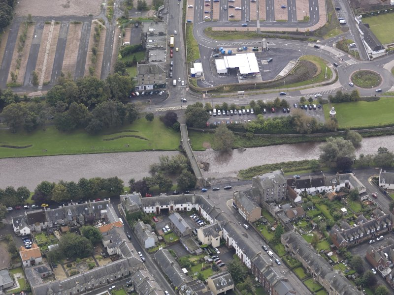 Oblique aerial view of Musselburgh Old Bridge, looking to the SSE.