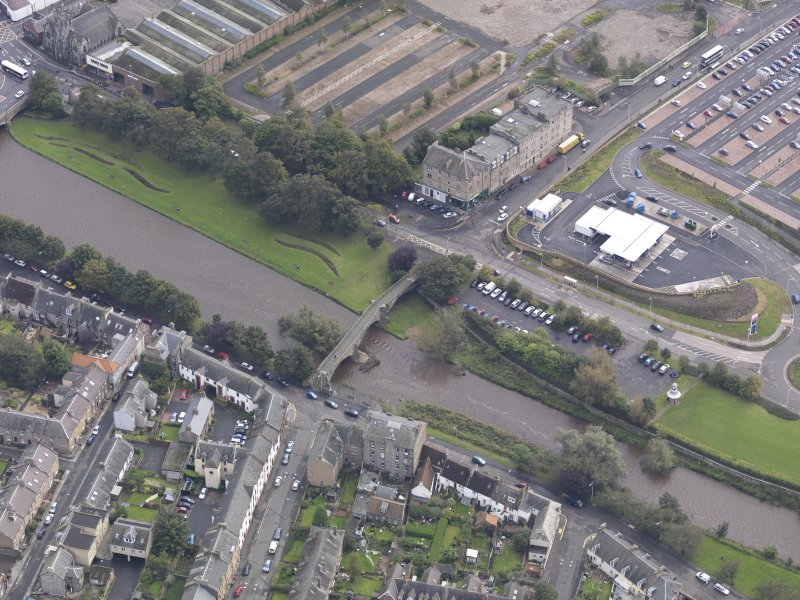 Oblique aerial view of Musselburgh Old Bridge, looking to the ESE.