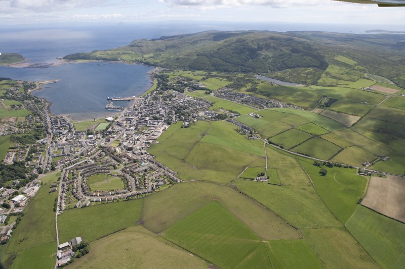 General oblique aerial view of Campbeltown, looking SE.