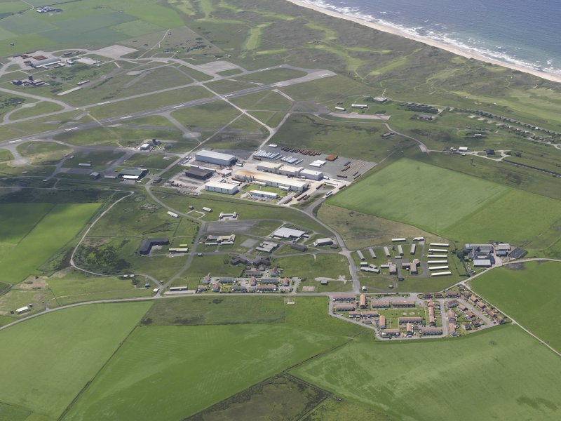 Oblique aerial view of Machrihanish Golf Course, Campbeltown Airport and Langa Quarry, looking SW.