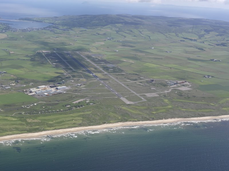 General oblique aerial view of Machrihanish Golf Course and Campbeltown Airport, looking SW.