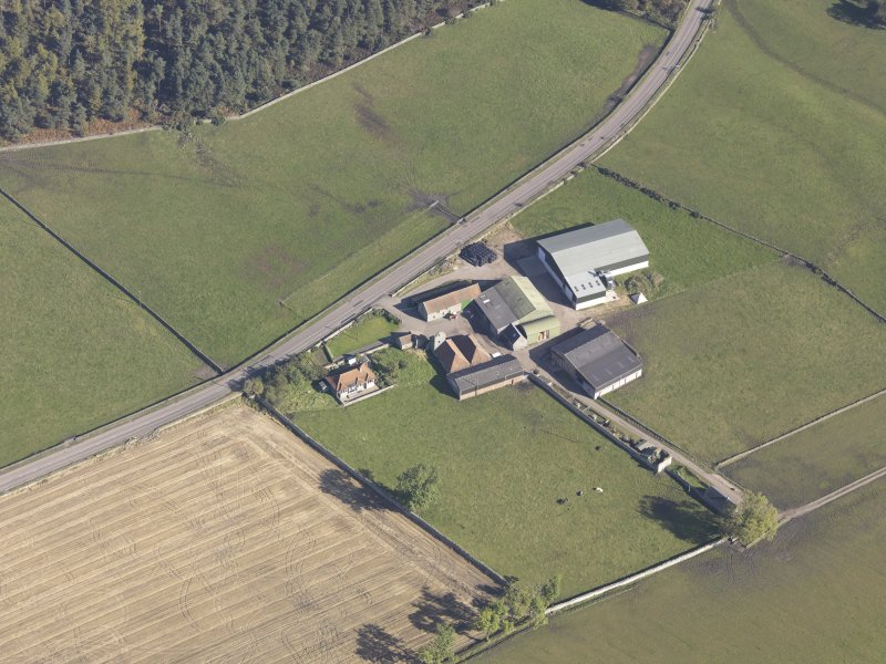 Oblique aerial view of Bordie Farm Tower, taken from the SW.