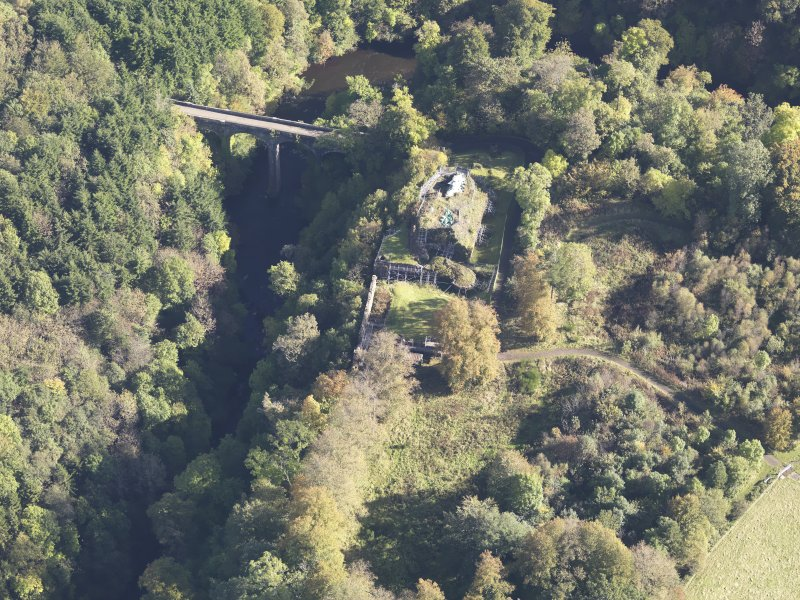 Oblique aerial view of Cadzow Castle, taken from the W.