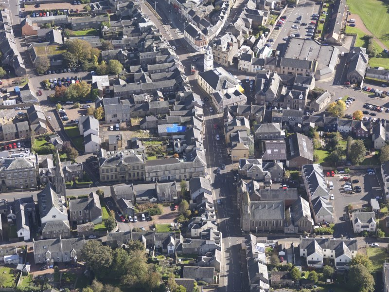 General oblique aerial view of Lanark High Street centred on St Nicholas Church, taken from the WNW.