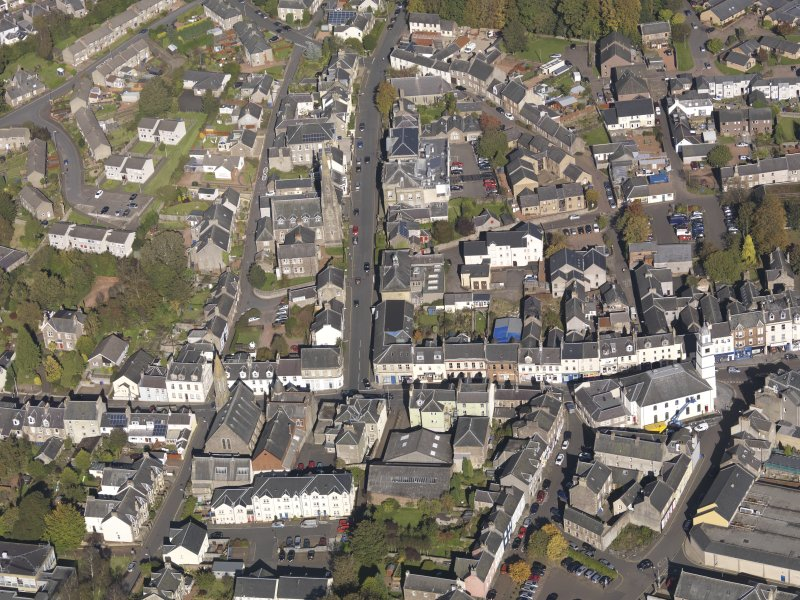 General oblique aerial view of Lanark High Street centred on St Nicholas Church, taken from the S.
