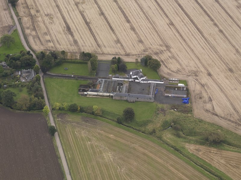 Oblique aerial view of Benvie Farm Buildings, taken from the N.