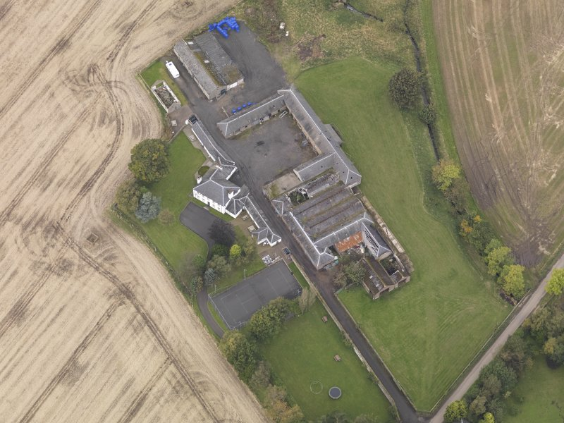 Oblique aerial view of Benvie Farm Buildings, taken from the SE.