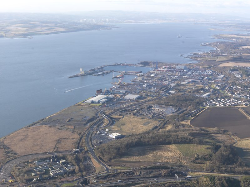 General oblique aerial view of the Firth of Forth with HM Dockyard Rosyth to the right, looking SW.