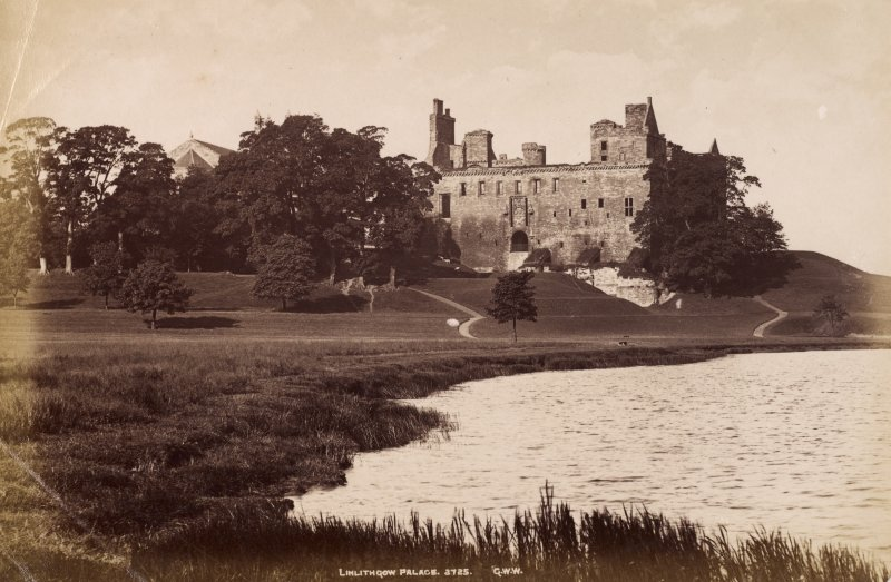 Linlithgow Palace, general view. Titled: 'Linlithgow Palace, 3725 G.W.W.' PHOTOGRAPH ALBUM NO. 195: PHOTOGRAPHS BY G W WILSON & CO, p.130.