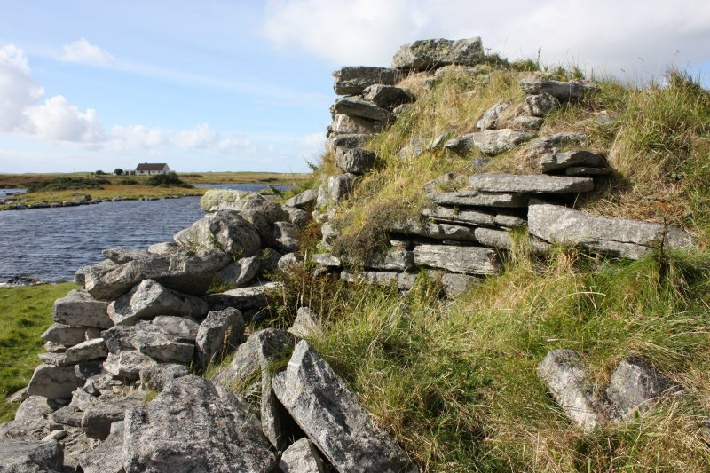 The broch wall on the SSW. Here the internal gallery wall face has been remodelled; it kinks noticeably at this point.