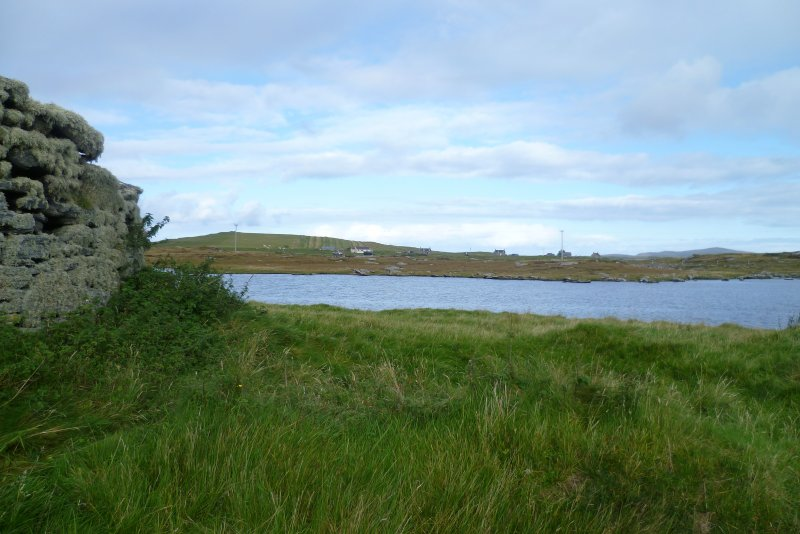 The later buildings at the NE of the broch.